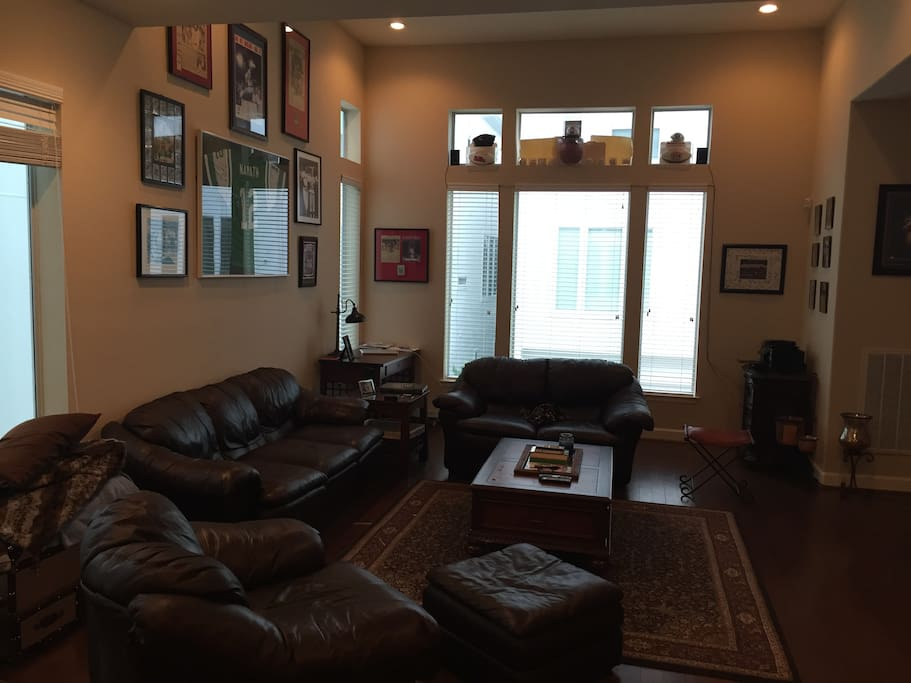 Living Room - Fully Furnished - 1