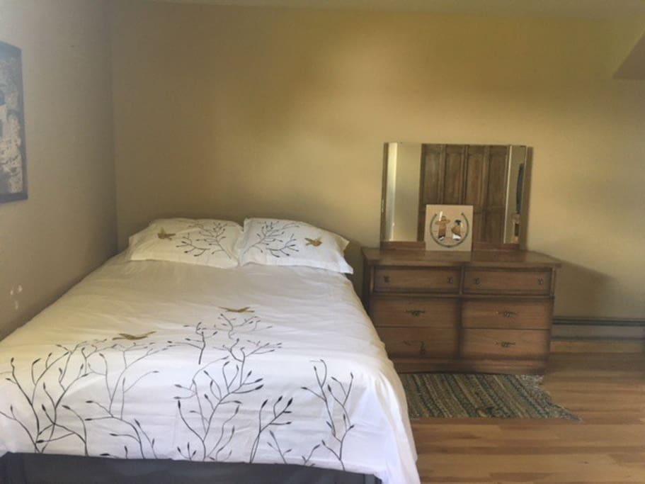 Bedrroom, queen size sleep number bed
