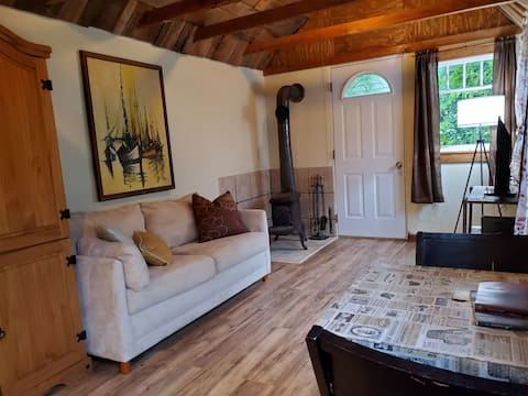 Come and Relax- Private and Cozy Farmhouse Cabin