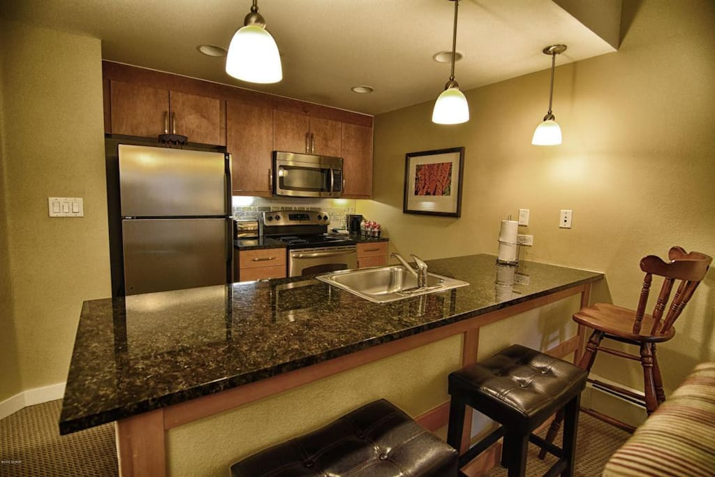 Full size kitchen equipped with everything you could need to prepare meals.