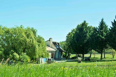 A beautiful and romantic barn conversion get away - Saint-Capraise-d'Eymet - 別荘