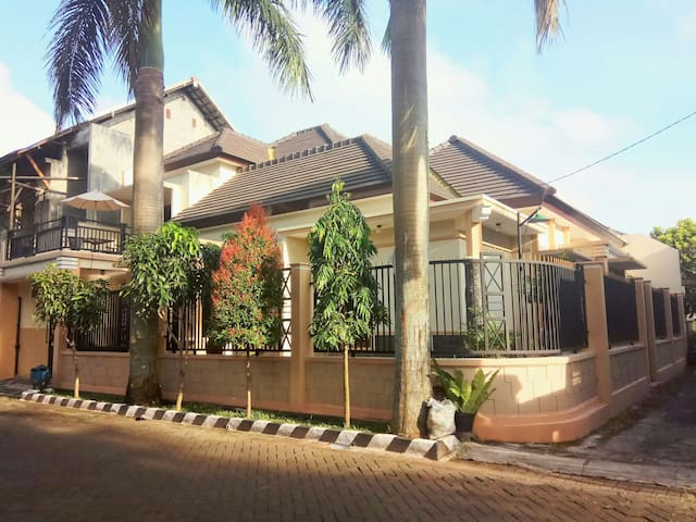 Palmview Homestay, 2 fl, family or backpacker - Malang  - Rumah