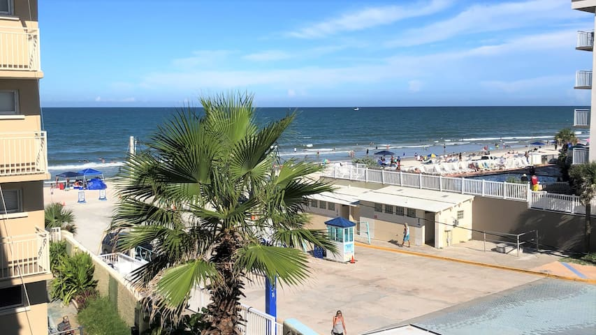 Ocean View Studio! Best location in Daytona Beach!