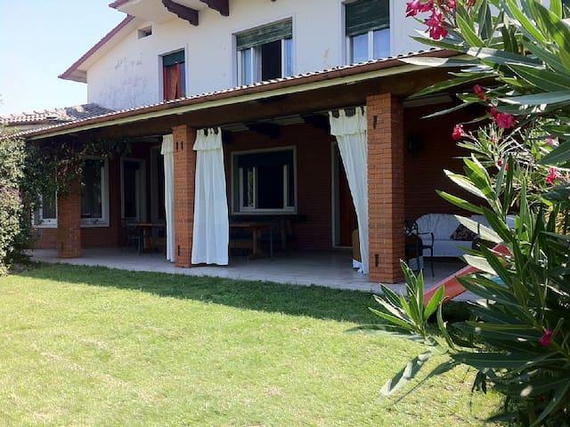 Ampia Villa con splendida vista lago - Bussolengo - วิลล่า