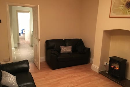 Two bedrooms traditional house - Hull - House