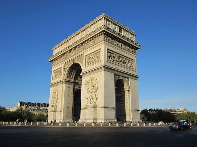Champs Elysées Top Central Location
