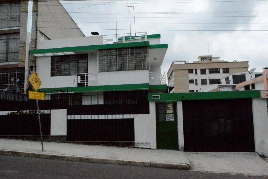 Foto frontal de la fachada de la casa.