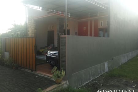 family home with 1 empty room...