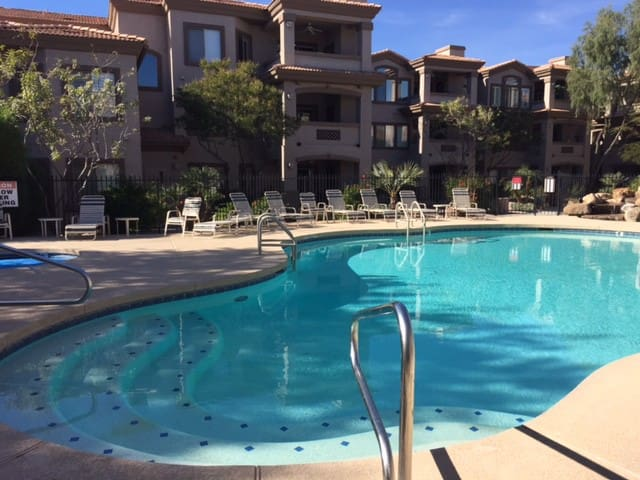 North Scottsdale Gated 2+ condo near Westworld - Scottsdale - Pis