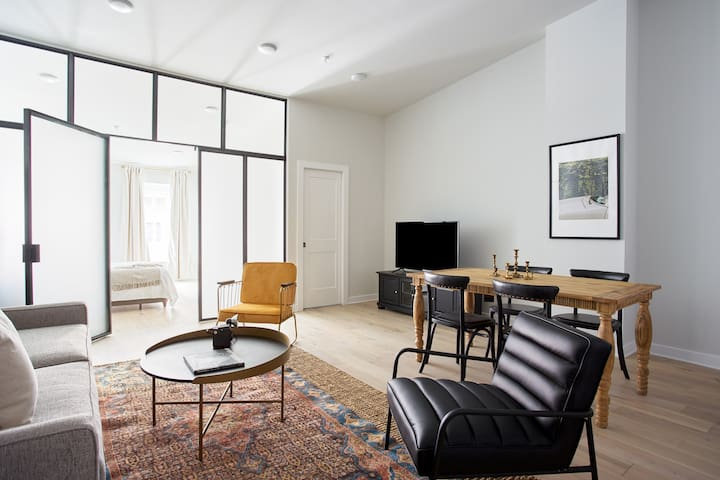 Sonder | Old City | Chic 1BR + Sleeper Sofa