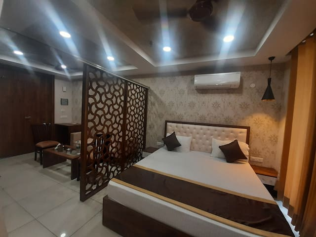 King Size Big Bed 72×75 For your Comfortable Stay 4to5 Persons Sitting Area With Privacy. Basic Pentry With Refrigrtr Micro Sandwiche Maker Elect Cattle and Cutarlies. Tea Coffee Green and Lemon Tea 2×1LTR Water Bottles and Light Snack Complimentary