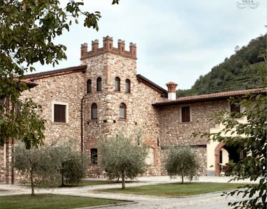 Appartamento in un Borgo Medioevale - Bozze-calchera-villa - Lägenhet