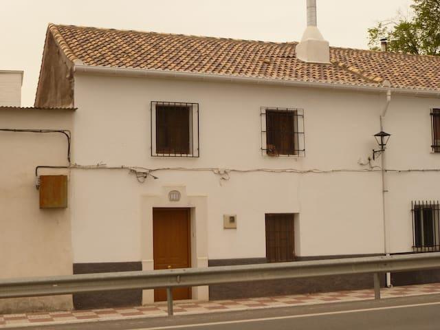 Casa tradicional andaluza en plena naturaleza - Íllora
