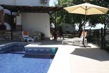 Alojamiento Rural En  Andalucia - Iznájar