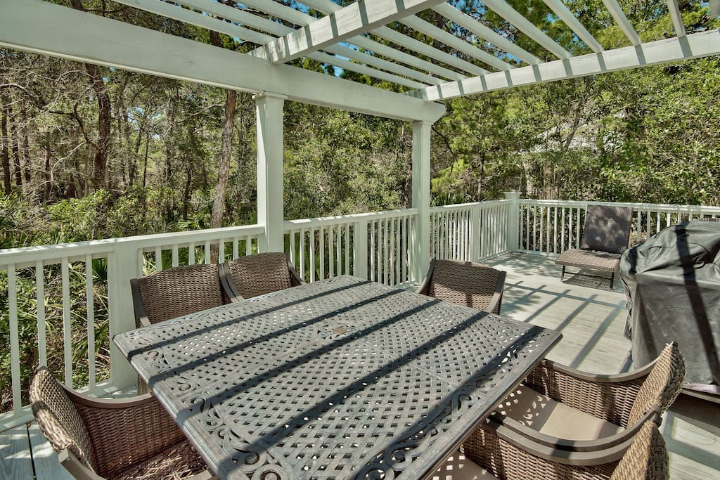 The outdoor dining area offers seating for 8, a little shade, and plenty of open air.