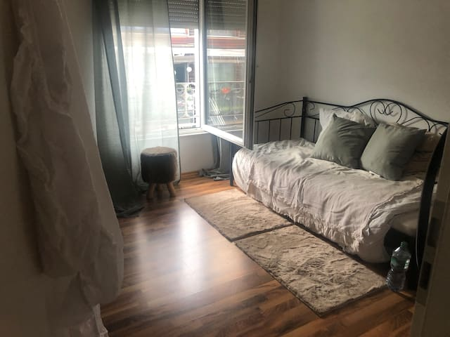 Single Room in House near B9