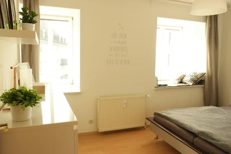 Helles Zimmer in Innenstadt/ Cozy room in Center - Kaiserslautern - Apartamento