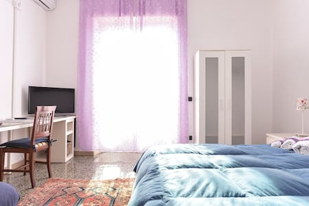 Camera privata con letto matrimoniale + colazione + WiFi + aria condizionata | zona Clodio - B&B Teulada 52 (camera Lilla) - Rome - Bed & Breakfast