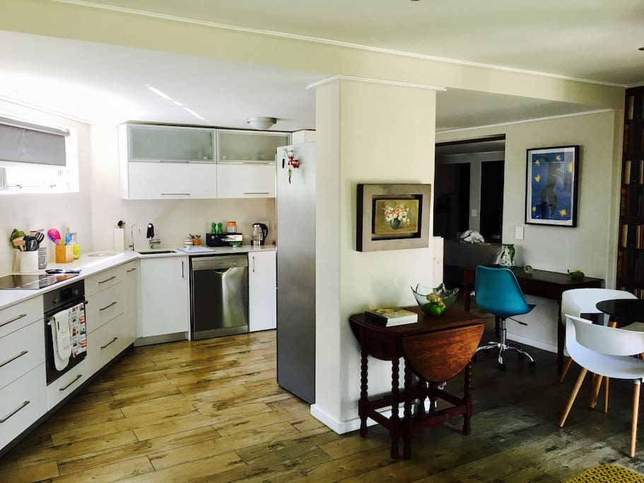 Kitchen, dining- and writing corner