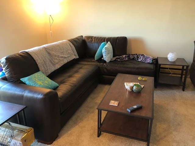 Private room minutes from Pittsburgh Airport!