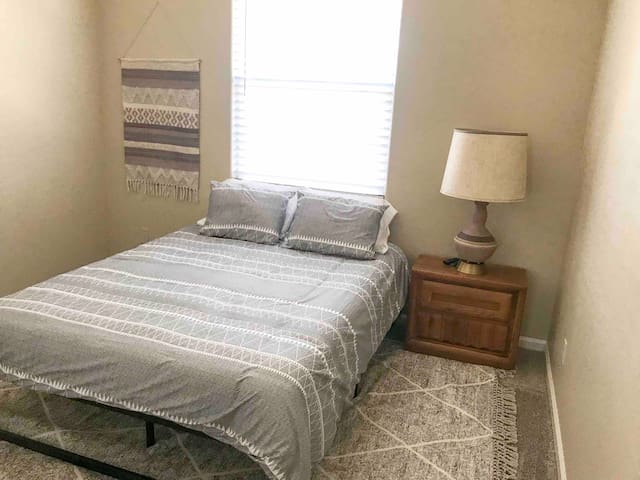 Stylish Downtown Fresno House, Private Room #4
