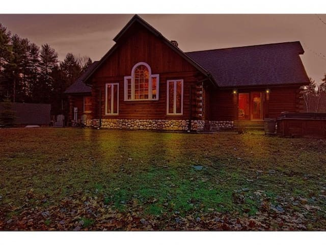 Beautiful Log Home in Countryside - Belmont