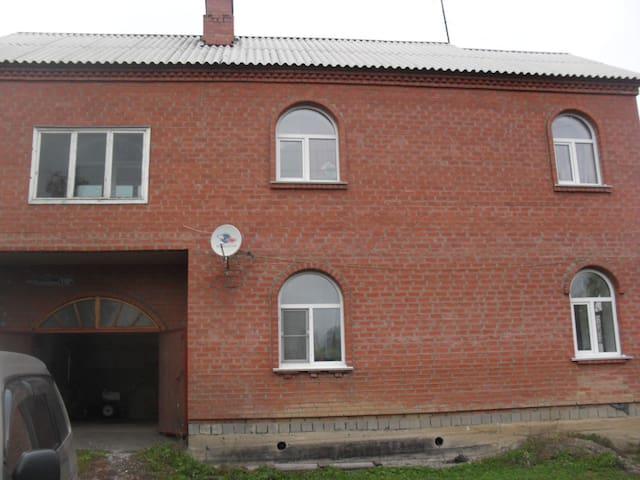 Двухэтажный кирпичный дом. - Kemerovo Oblast - Ev