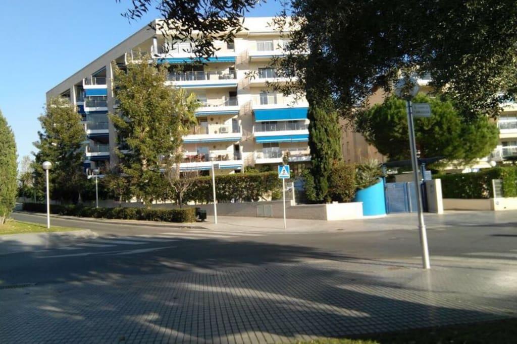 Outside of the building, edificio por fuera