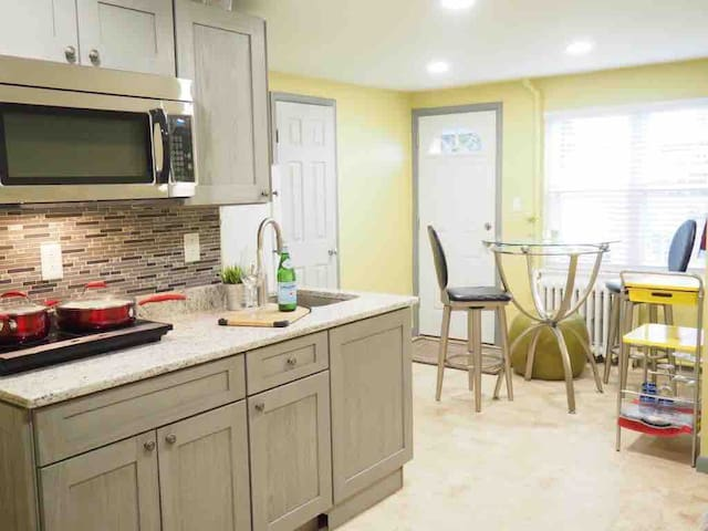 Newly Renovated  Apartment in Charming Glover Park