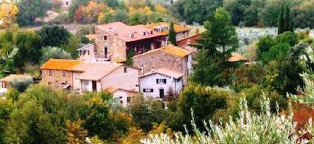 Agriturismo Borgo , in tiny village close to the most famous cities of art of both Tuscany and Umbria. Trasimeno Lake-