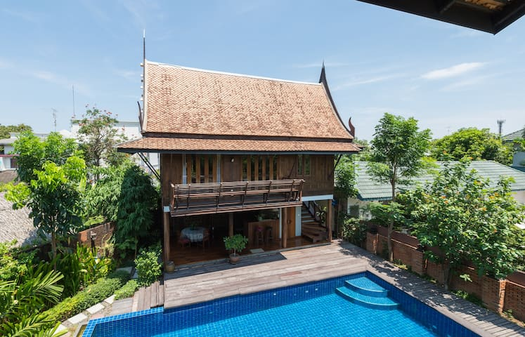 Quiet&Natural Thai style poolside villa Onnut - Bangkok - House