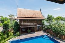 Poolside Villa Onnut
