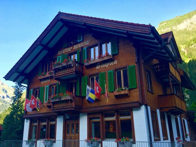 Room in Mountain Chalet - Kandersteg - Guesthouse