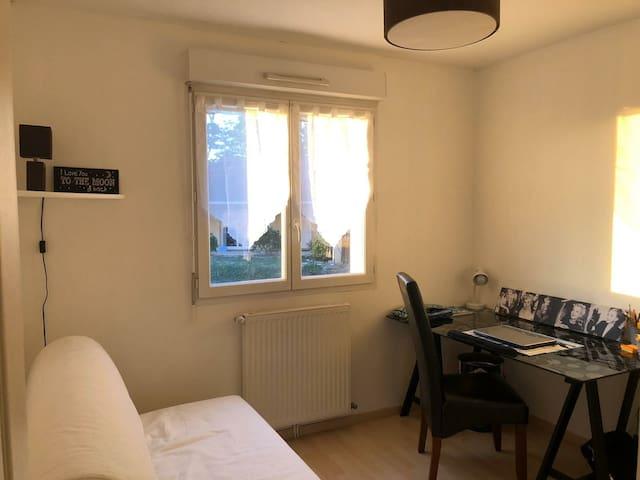 Chambre privée dans grand appartement centre ville