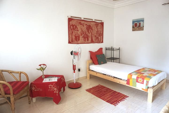 B&B VILLA CALLIANDRA Bijilo, comfy single room