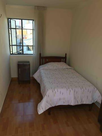 Dormitorio 3: Cama 1 plaza y media Velador