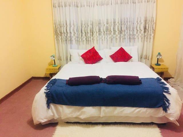 Emathombeni Holiday House