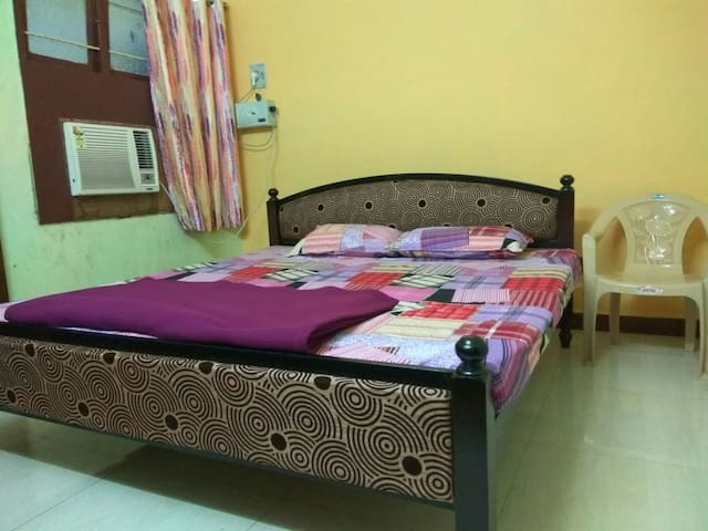 STAY NEAR PONDY BAZAAR IN T.NAGAR CHENNAI ROOM3