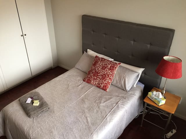 Central apartment with PVT Bathroom and free wifi - Sandton - Flat