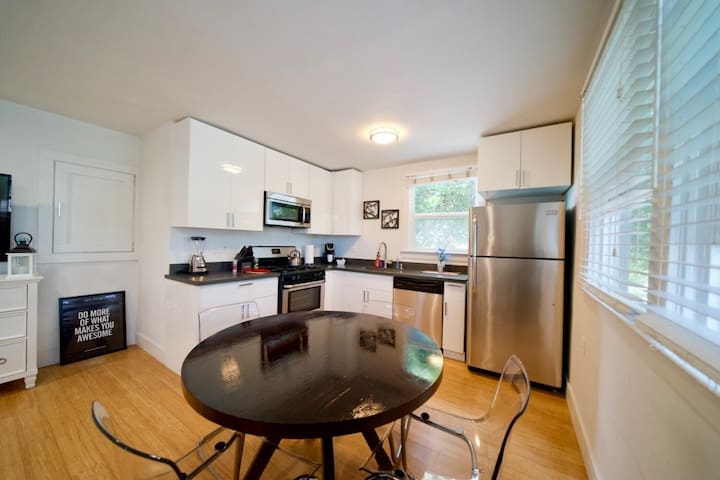 Downtown Menlo Park Modern 1 bedroom Apartment LO3