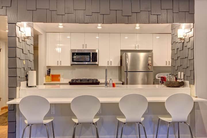 Modern, Bright & Clean Townhome - C