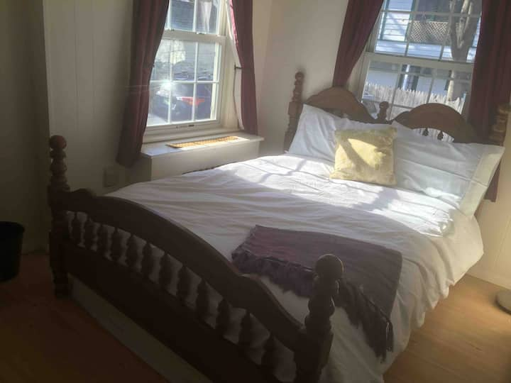 Cozy Burlington Cottage Suite Near UVM w/ Parking
