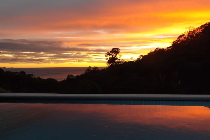 Sea-for-Miles, overlooks beach & whale-watching - San Juan del Sur - House