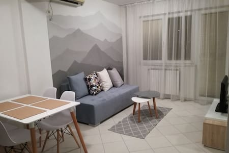 Cozy & Comfy Central Peak Apartment in Skopje - スコピエ - アパート