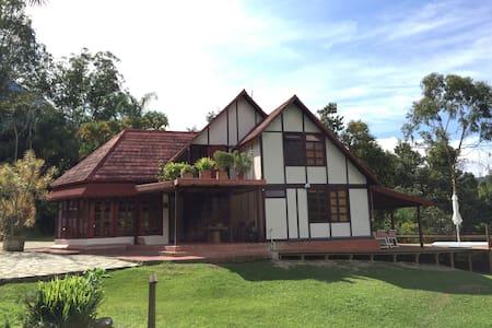 Cabaña en la naturaleza con jacuzzi - Medellín