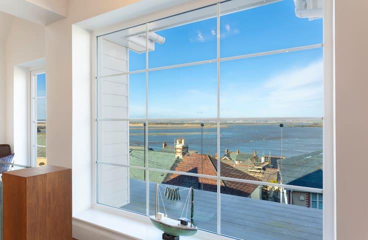 Appledore home and stunning panoramic estuary view
