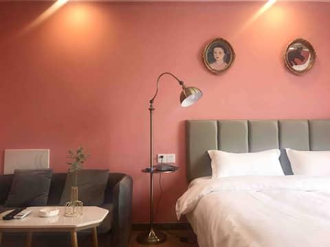 甜粉法式浪漫房 万达商圈内江首家设计师特色主题轻奢房