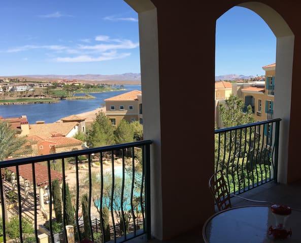 Amazing Views, 3bdrm, 3ba Lake Las Vegas Condo
