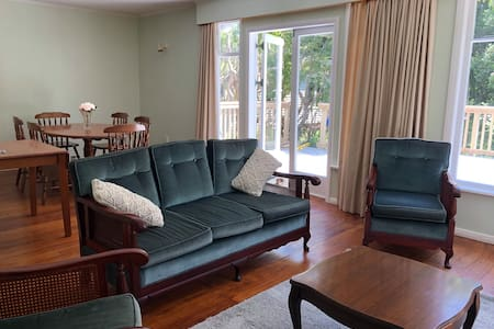 Raumati Retro Bach - Great Location