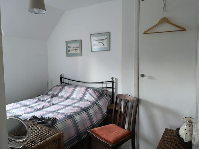 Comfy Double room in Victorian Cottage